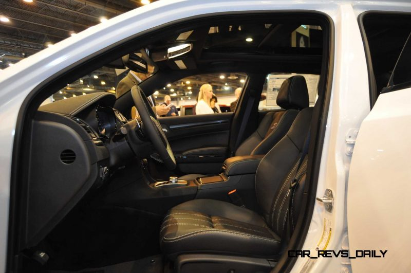 2015 Chrysler 300S 22