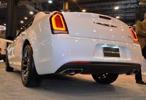 2015 Chrysler 300S 3