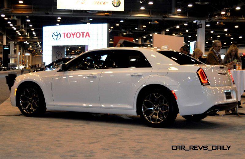 2015 Chrysler 300S 31