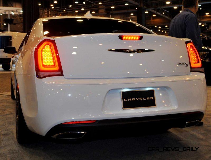 2015 Chrysler 300S 33