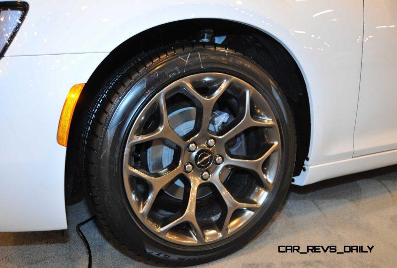 2015 Chrysler 300S 37
