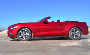 2015 Ford Mustang Convertible  42