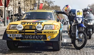 Cyril Despres speaks with Carlos Sainz on the Champs Elysees, Pa