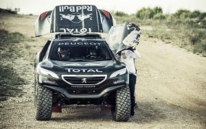 Lucas Cruz and Carlos Sainz before a run during the Peugeot 2008