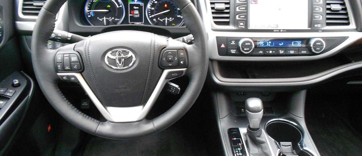 2015 Toyota Highlander Hybrid Review 7