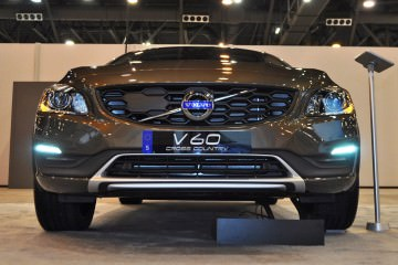 2015 Volvo V60 Cross Country 16
