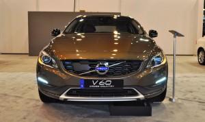 2015 Volvo V60 Cross Country 17