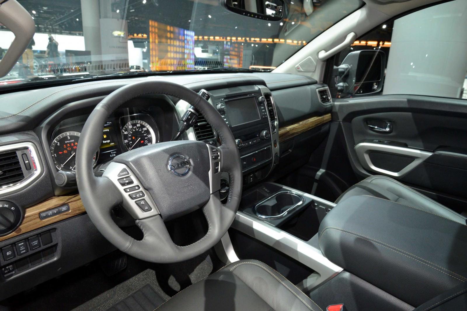 2016 Nissan TITAN XD 8