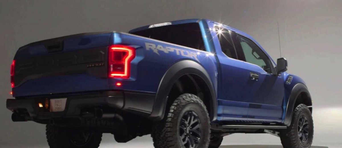 2017 Ford F-150 RAPTOR Studio Stills 23