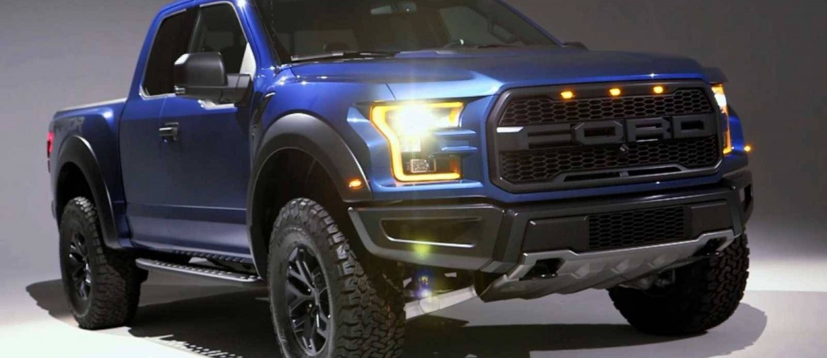 2017 Ford F-150 RAPTOR Studio Stills 24