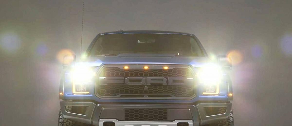 2017 Ford F-150 RAPTOR Studio Stills 32