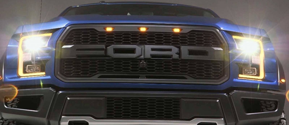 2017 Ford F-150 RAPTOR Studio Stills 4
