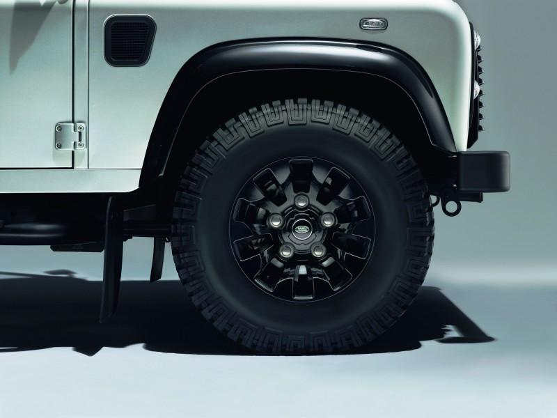 Land Rover Honors 2015 Defender Retirement with Trio of Special Editions 2