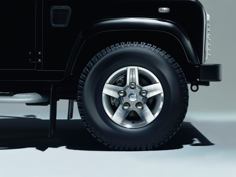 Land Rover Honors 2015 Defender Retirement with Trio of Special Editions 3