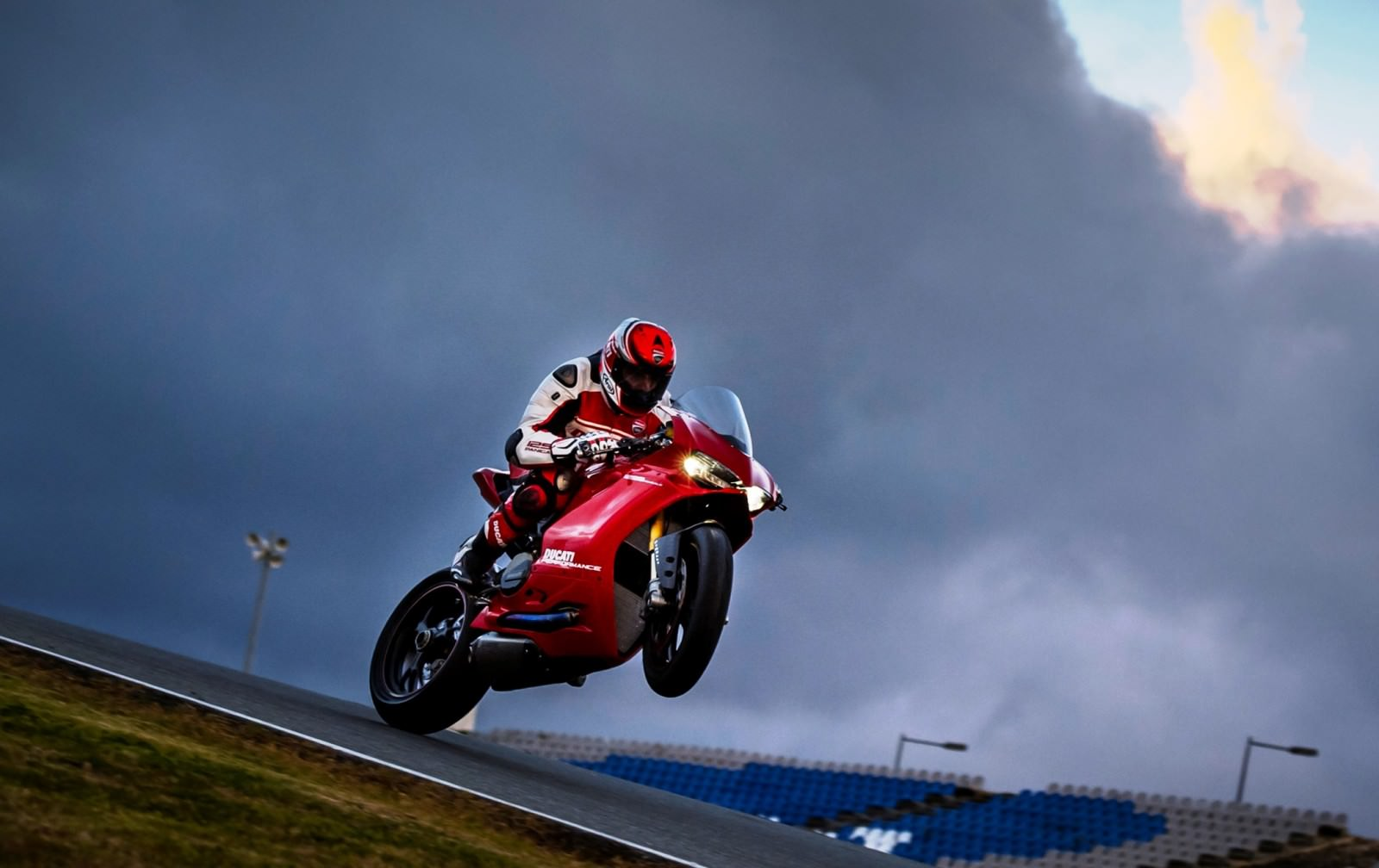 147-1299PanigaleS_KitPerformance_68