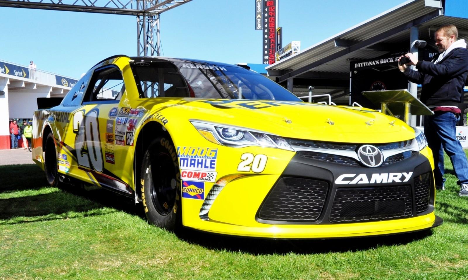 2015 Toyota Camry NASCAR Dollar General 16
