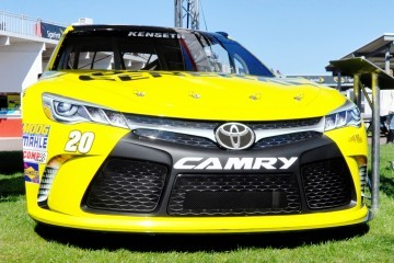 2015 Toyota Camry NASCAR Dollar General 21