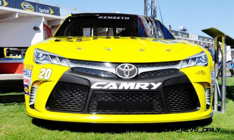 2015 Toyota Camry NASCAR Dollar General 22