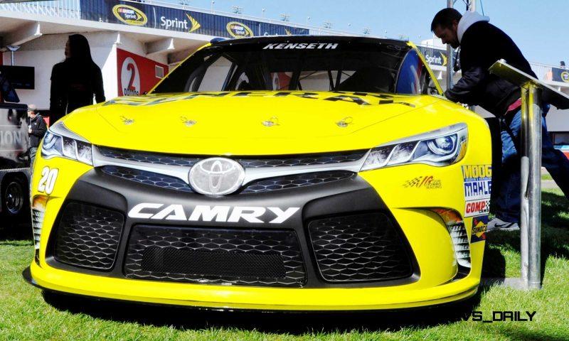 2015 Toyota Camry NASCAR Dollar General 24