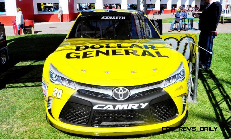 2015 Toyota Camry NASCAR Dollar General 28