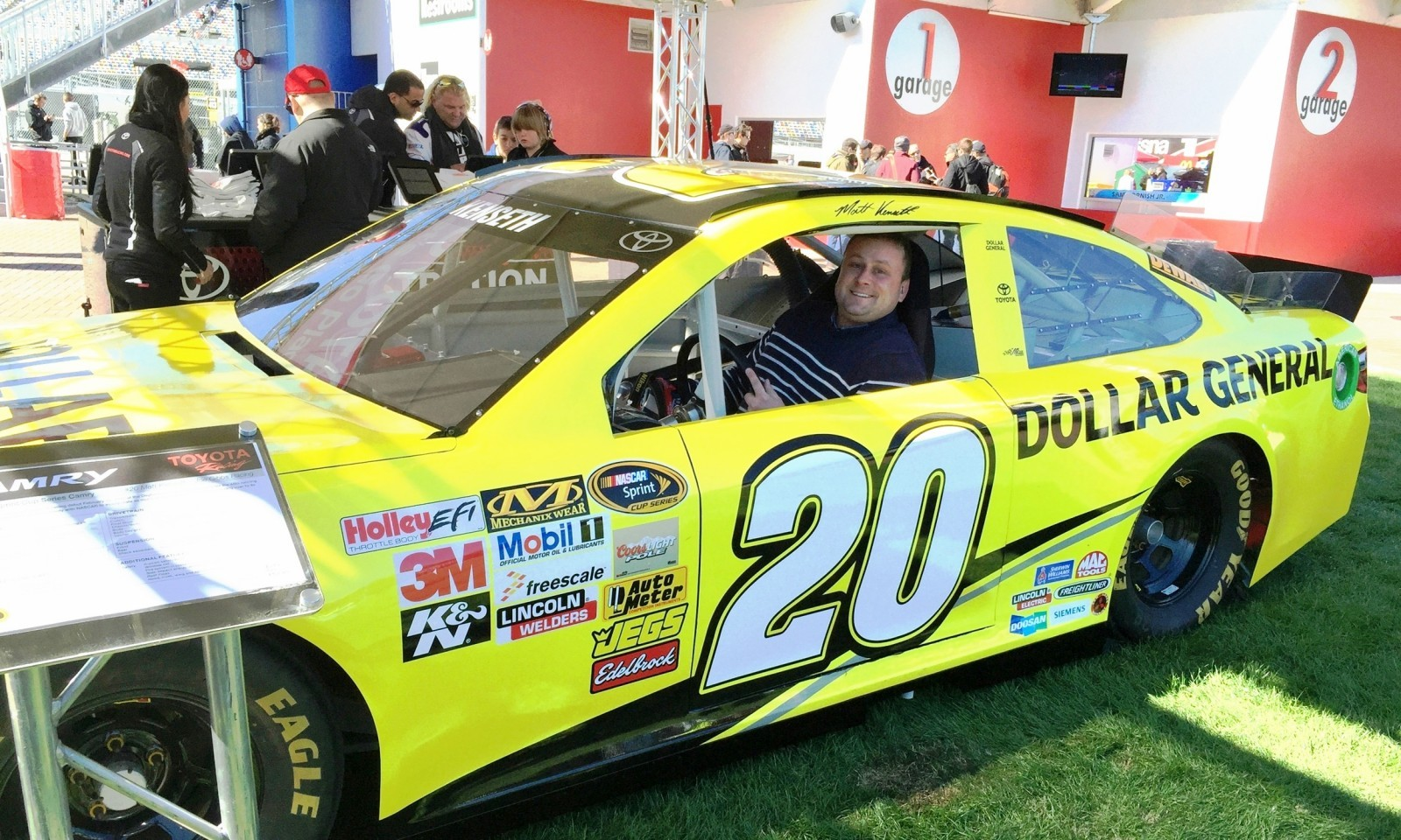 2015 Toyota Camry NASCAR Dollar General 9