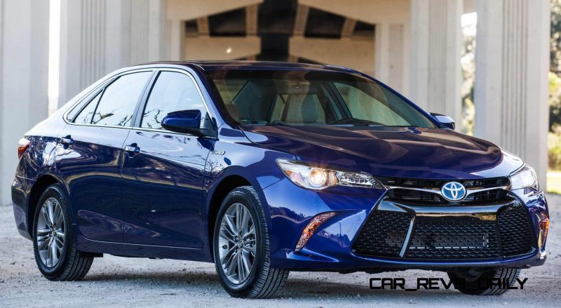 2015 Toyota Camry SE Hybrid Review 1