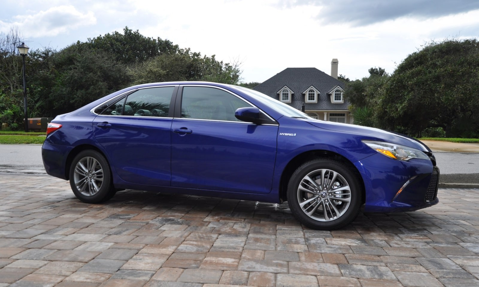 Awesome 2015 Toyota Camry SE Hybrid Review