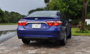 2015 Toyota Camry SE Hybrid Review 11