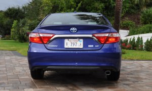 2015 Toyota Camry SE Hybrid Review 12