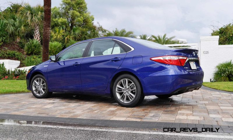 2015 Toyota Camry SE Hybrid Review 13