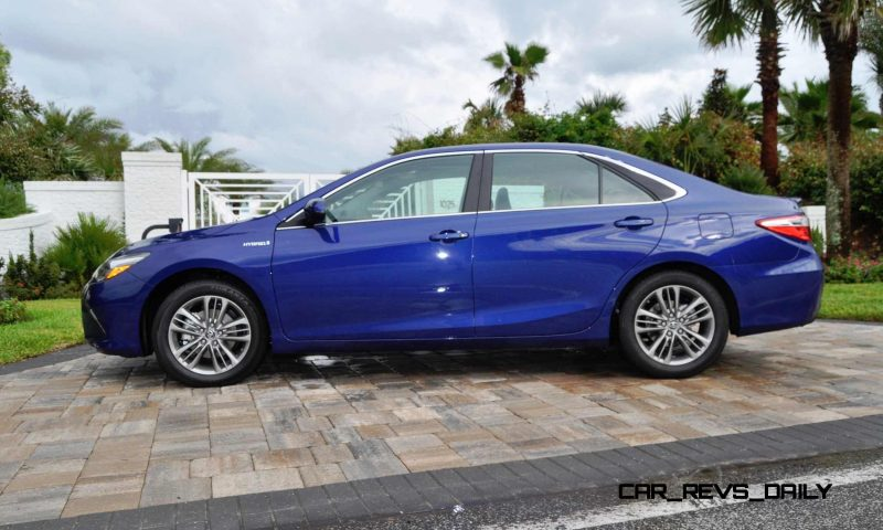 2015 Toyota Camry SE Hybrid Review 14