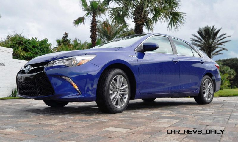 2015 Toyota Camry SE Hybrid Review 15