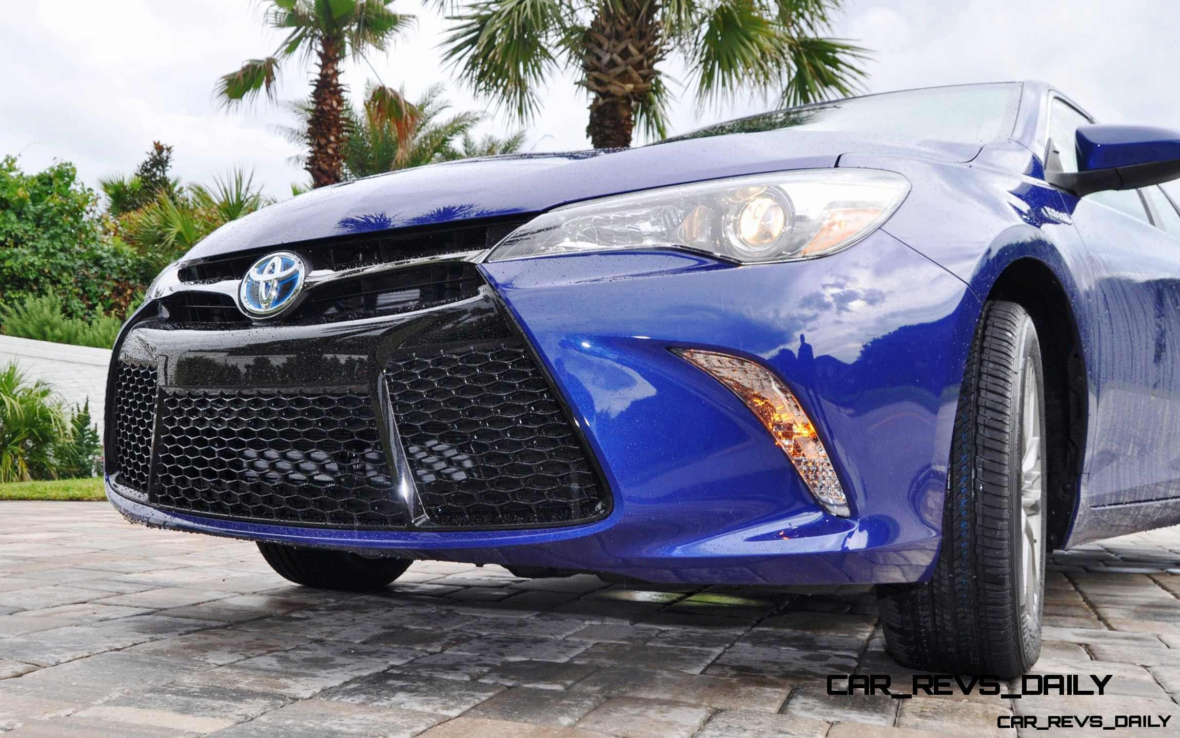 2015 Toyota Camry SE Hybrid Review 16