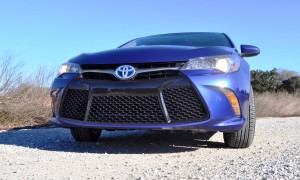2015 Toyota Camry SE Hybrid Review 19