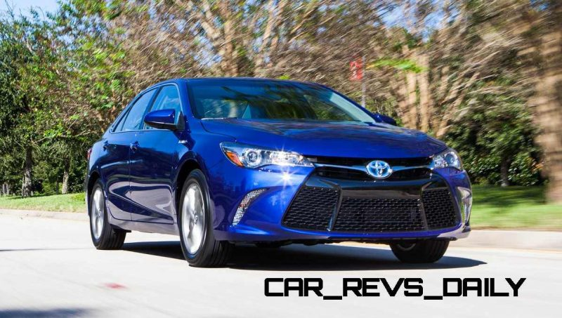 2015 Toyota Camry SE Hybrid Review 2