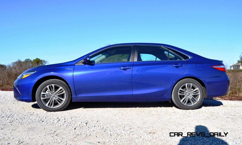 2015 Toyota Camry SE Hybrid Review 21