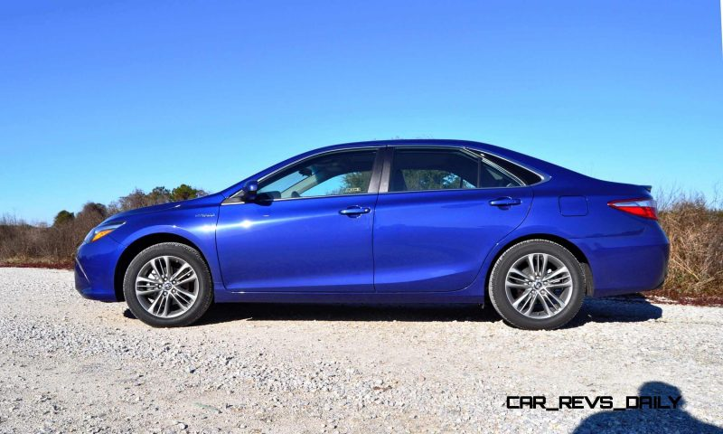 2015 Toyota Camry SE Hybrid Review 22