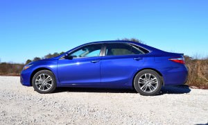 2015 Toyota Camry SE Hybrid Review 23