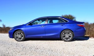 2015 Toyota Camry SE Hybrid Review 24