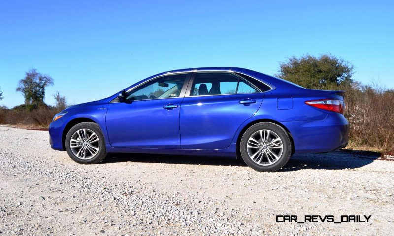 2015 Toyota Camry SE Hybrid Review 25