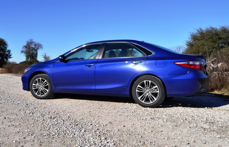 2015 Toyota Camry SE Hybrid Review 26