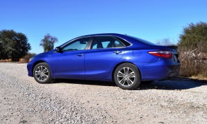 2015 Toyota Camry SE Hybrid Review 27