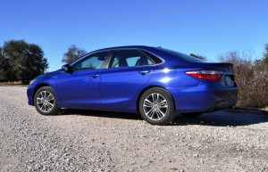 2015 Toyota Camry SE Hybrid Review 28