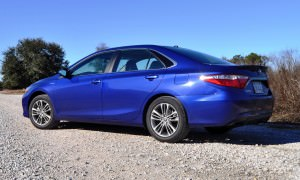 2015 Toyota Camry SE Hybrid Review 29