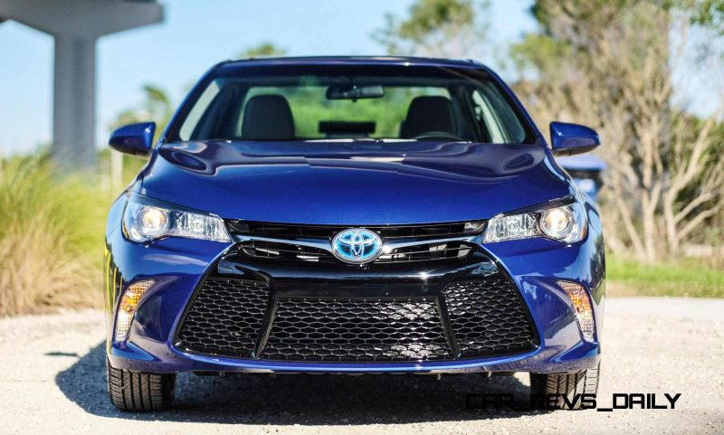 2015 Toyota Camry SE Hybrid Review 3