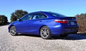 2015 Toyota Camry SE Hybrid Review 30