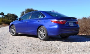 2015 Toyota Camry SE Hybrid Review 31