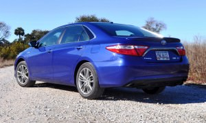 2015 Toyota Camry SE Hybrid Review 32
