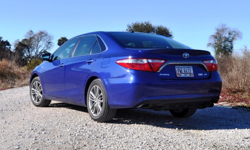 2015 Toyota Camry SE Hybrid Review 33