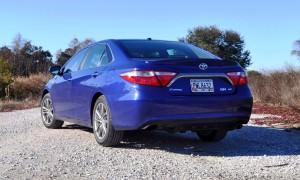 2015 Toyota Camry SE Hybrid Review 34